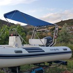 Sonnenverdeck Jolly für Geräteträger in blau, montiert auf einerm Schlauchboot