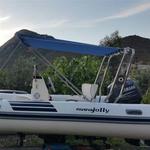 Sonnenverdeck Jolly für Geräteträger in blau, montiert auf einerm Schlauchboot (Profil)