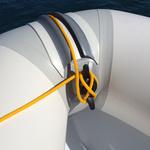 Railblaza CleatPort RIBMount in schwarz an einem schlauchboot mit belegter Klampe