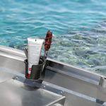 Railblaza Drink Hold Getränkehalter montiert an einem Gunwale