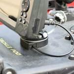 Railblaza StarPort E-Serie mit Kabeldurchführung in Kombination mit einem Fishfinder
