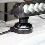 Railblaza StarPort E-Serie mit Kabeldurchführung und einem LED Scheinwerfer auf Deck