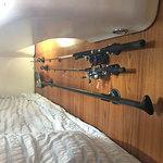 Railblaza Eye25 montiert an einer Bordwand zum Halten von Angelruten