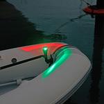 Railblaza iPS LED Zweifarben-Positionslicht an einem Schlauchboot