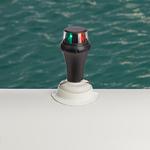 Railblaza iPS LED Zweifarben-Positionslicht auf einem Schlauchboot