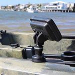 Railblaza Lowrance Hook 2 Adaptor mit Lowrance Fishfinder