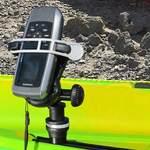 Railblaza MiniPort TracMount mit einem Halter für Mobilteleone