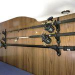 Railblaza Fishing Rod Storage Rack als Angelruten Klemmhalter an der Kabinenwand