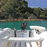 Railblaza Fishing Rod Stow Single Rutenhalter montiert an einem Schlauchboot Heckspiegel