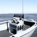 Railblaza Fishing Rod Stow Triple Rutenhalter montiert an einem Steuerstand