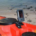 Railblaza Starporthalterung HD in schwarz mit einem Echolot