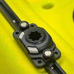 Railblaza Starporthalterung HD in schwarz montiert auf einem Kayak Track