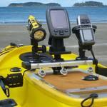 Railblaza TracPort Dash 350 mit Echolot, Smartphone und Taschenlampe