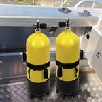 Railblaza Gas- und Tauchflaschenhalter mit zwei Tauchflaschen