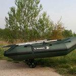Railblaza C-TUG Transportwagen / Slipwagen mit Sandrädern und Verbindungsstange für ein Dinghy