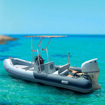 T-Top montiert auf einem Schlauchboot mit Center Konsole