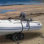 Railblaza C-TUG Transportwagen / Slipwagen mit Sandrädern und Verbindungsstange für ein Schlauchboot